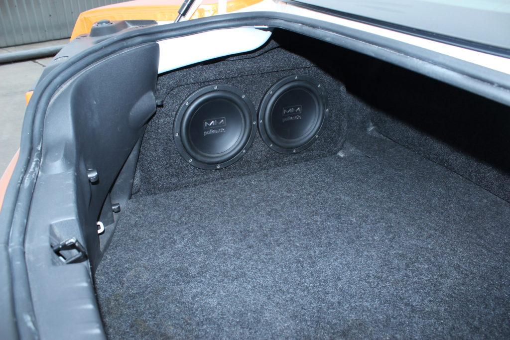 Интеграция сабвуферного звена в левую нишу багажного отделения в Chevrolet Camaro