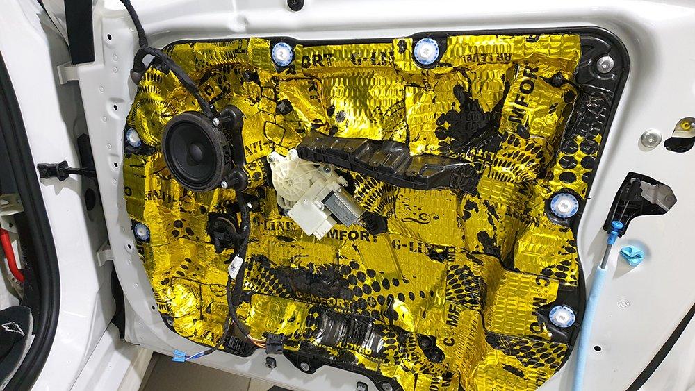 Шумоизоляция дверей автомобиля BMW X5 G05 третьим слоем