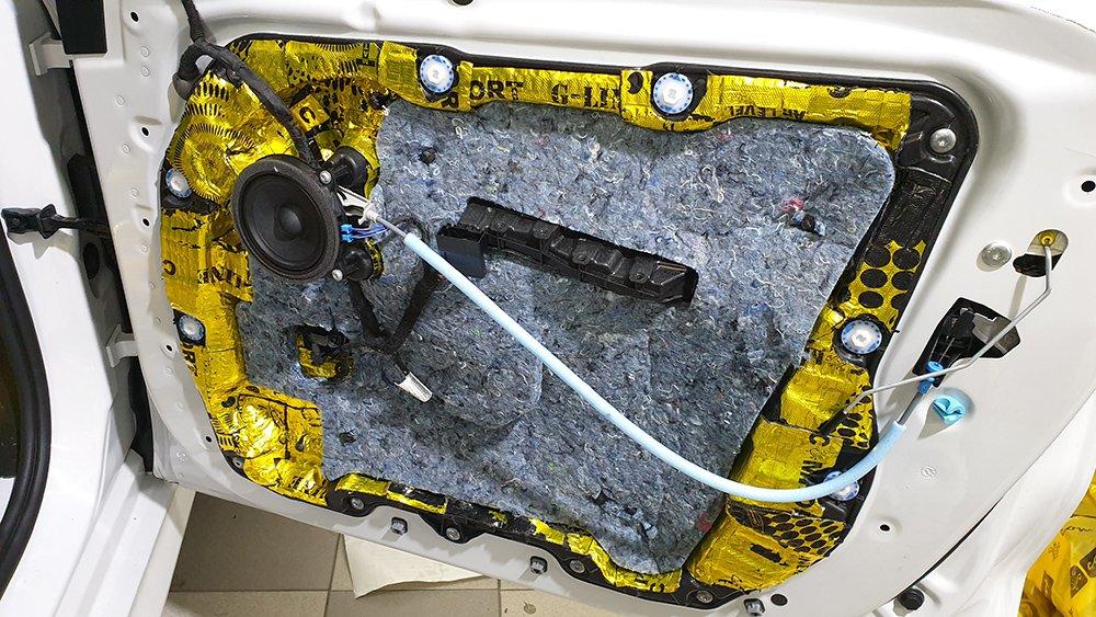 Шумоизоляция двери BMW X5 G05 третьим слоем