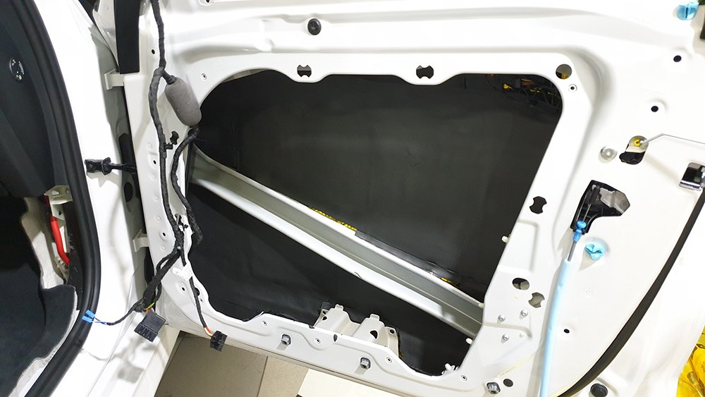 Шумоизоляция двери BMW X5 G05 вторым слоем
