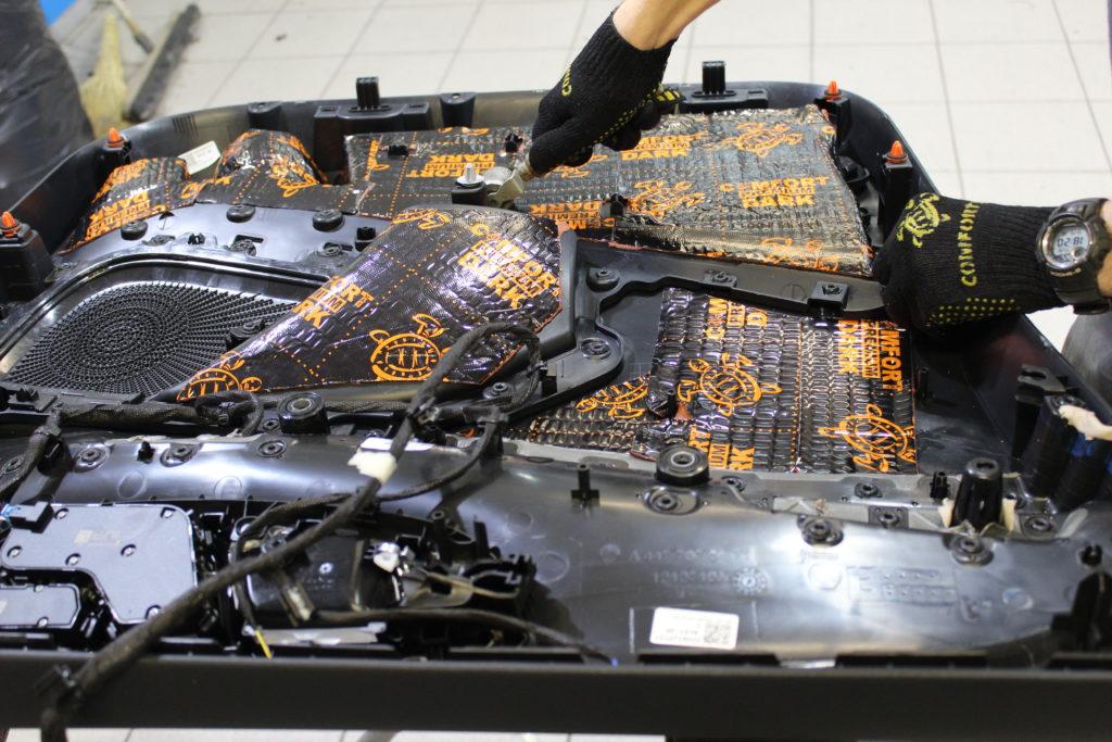 Демпфирование обшивки двери Mercedes V class