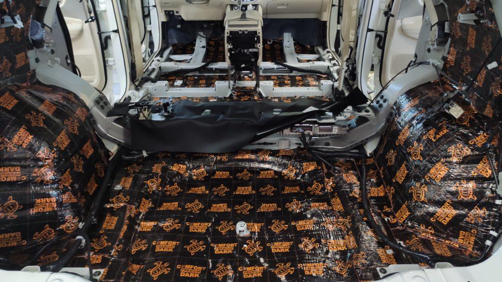Качественная шумоизоляция днища автомобиля Ниссан Мурано