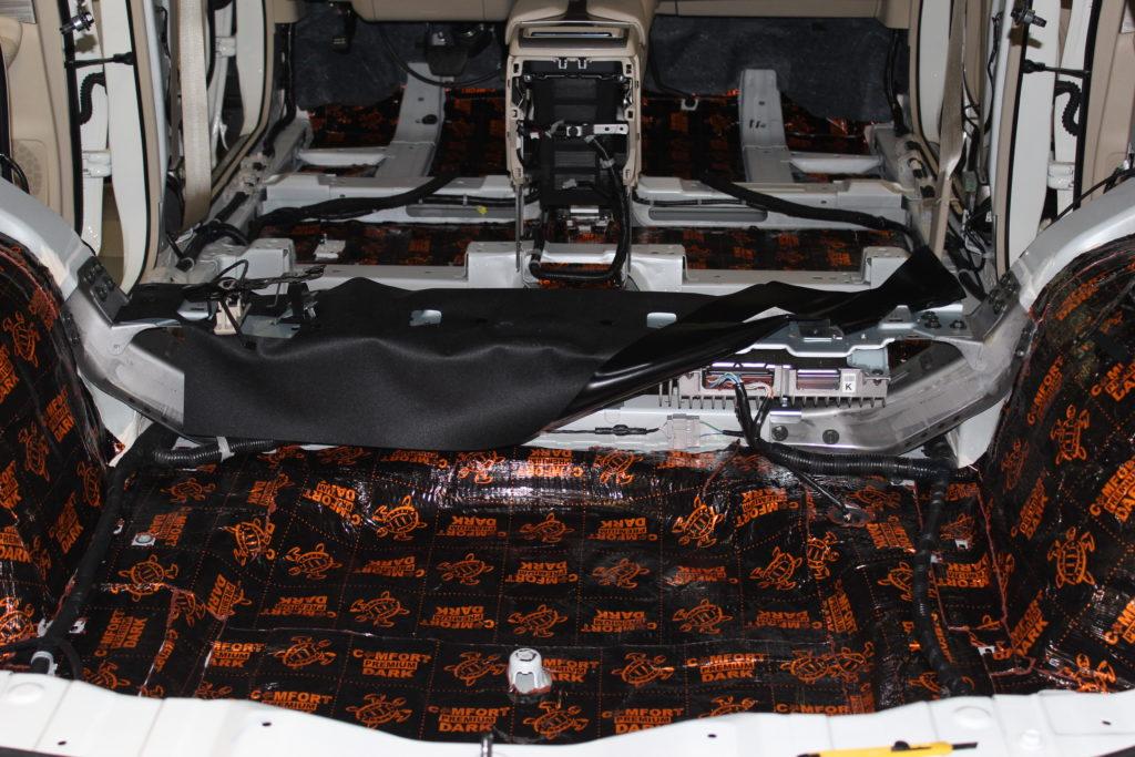 Шумоизоляция багажного отделения Ниссан Мурано первым слоем