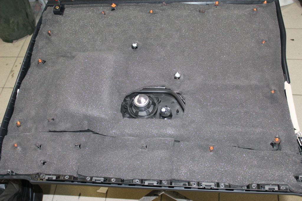 Шумоизоляция обшивки двери Mercedes V class вторым слоем