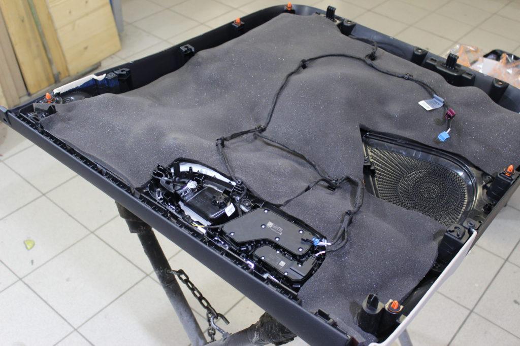 Шумоизоляция обшивки двери Mercedes V class вторым слоем топовым материалом