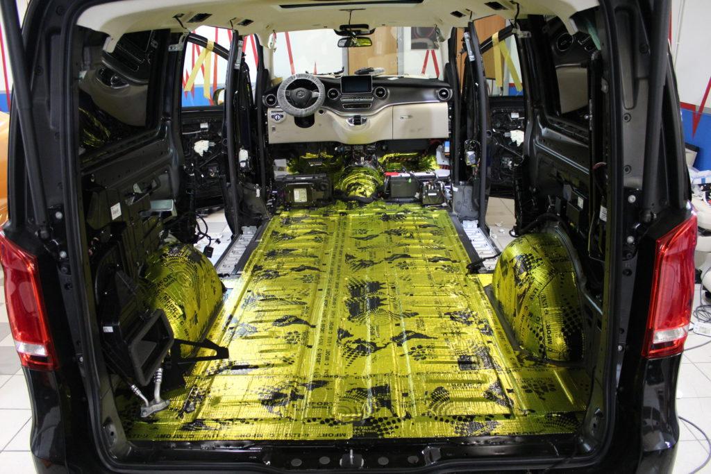Шумоизоляция пола Mercedes V class первым слоем