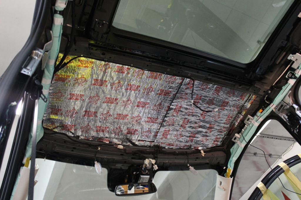 Шумоизоляция потолка Mercedes V class вторым слоем